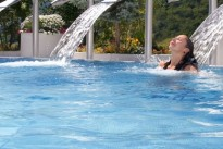 leukerbad-therme-thermalbaden-sommer