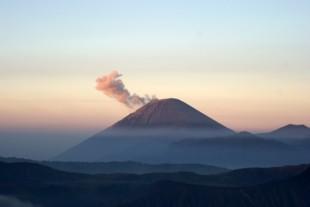 volcano-300345_640