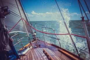 yacht-4000267_640